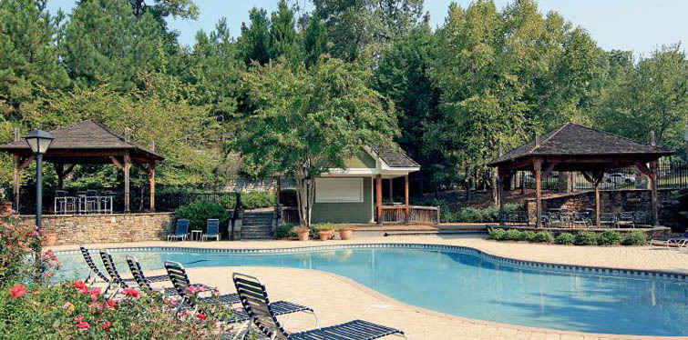Relaxing pool amenities in Duluth, GA apartments