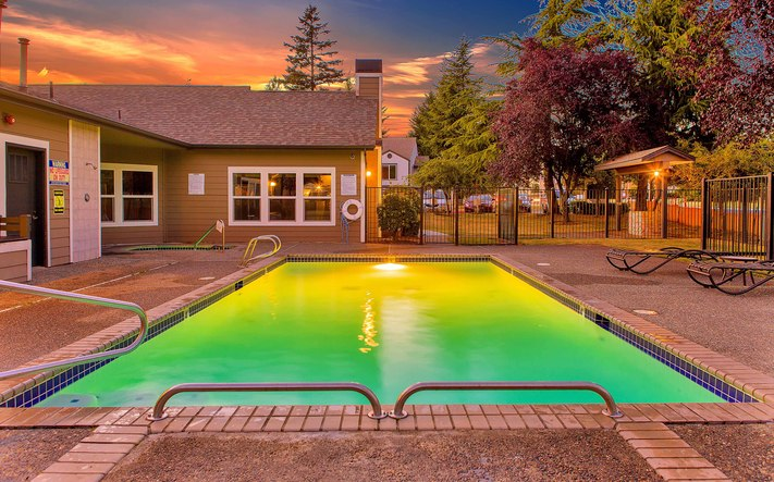 Amenities dusk pool (3)
