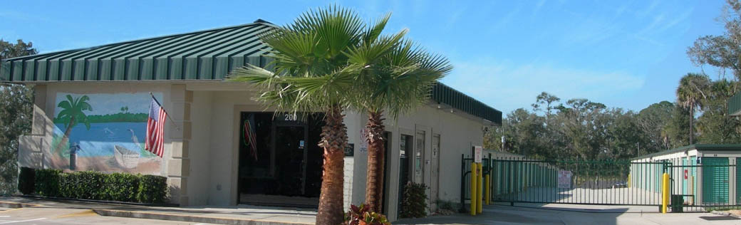 Exterior of self storage in Edgewater