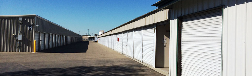 Wide driveways at self storage in stockton